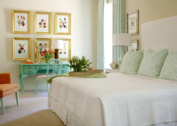 Designer Tricks to Make a Small Bedroom Look Bigger