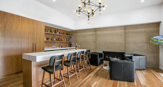 Decor Ideas for an In-House Bar Counter